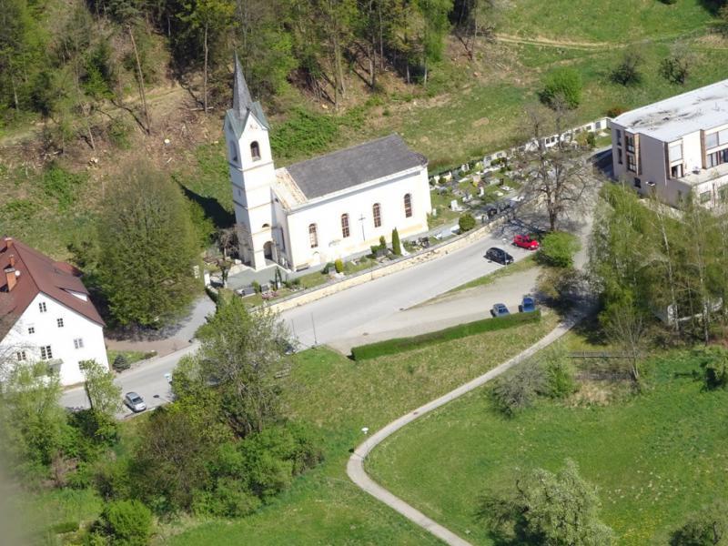 Flugaufnahme der Evangelischen Kirche Waiern